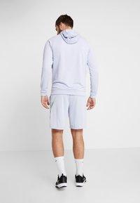 Nike Performance - NATURAL HIGH - Pantalón corto de deporte - ghost - 2