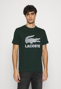 Lacoste - T-shirt med print - sinople - 0