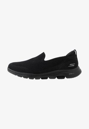 GO WALK  - Zapatillas para caminar - black