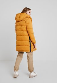 Superdry - SPHERE PADDED ULTIMATE - Vinterkåpe / -frakk - spectra yellow - 2