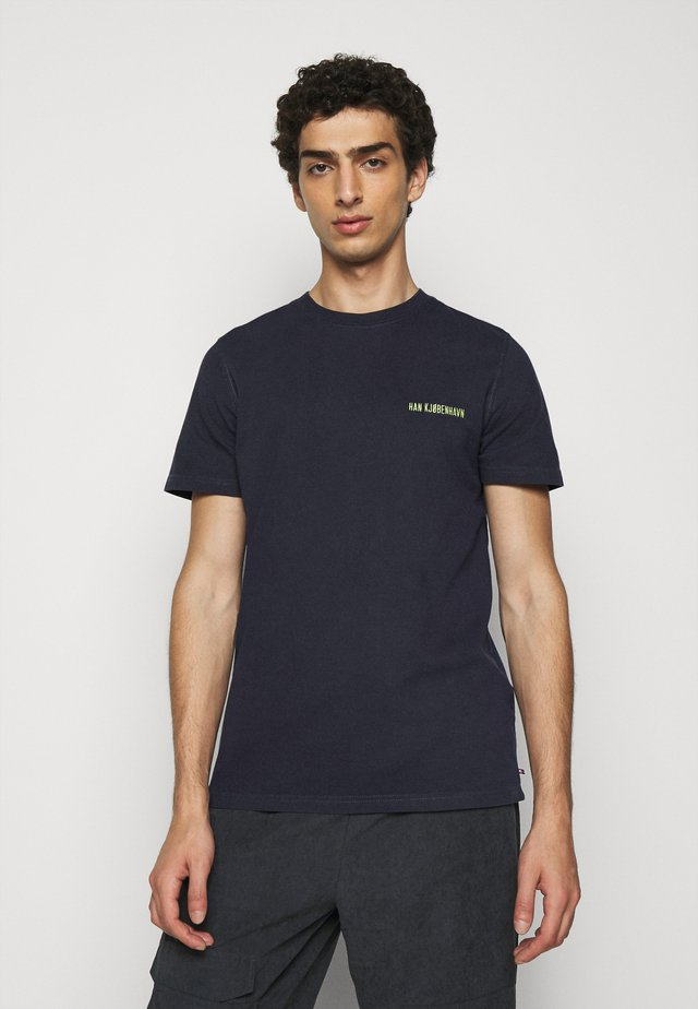 CASUAL TEE - T-shirts - mood indigo