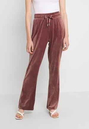 ONLLAYA SWEET PANT - Tracksuit bottoms - rose brown