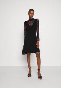 Desigual - VEST TOKIO - Strikket kjole - black - 1