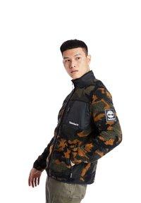 Timberland - CAMO SHERPA FLEECE - Light jacket - duffel bag/wheat boot house camo-black - 3
