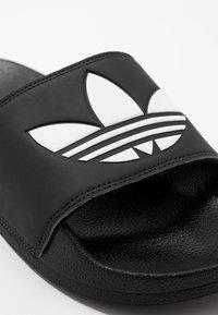 adidas Originals - ADILETTE LITE - Pantofle - black - 5
