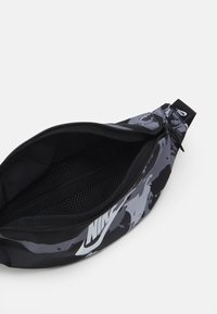 Nike Sportswear - HERITAGE UNISEX - Bum bag - black/white - 2