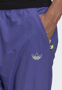 adidas Originals - SPRT ARCHIVE WOVEN TRACKSUIT BOTTOMS - Pantalon de survêtement - purple - 3