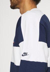 Nike Sportswear - REISSUE FAIRLEAD CREW - Sweatshirt - midnight navy/sail - 3