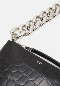 N°21 - SMALL ZIPPED POUCH - Clutch - black - 4
