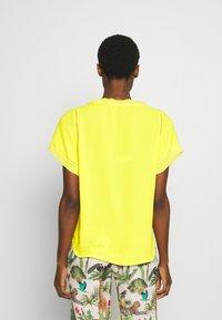 Marc Cain - Pusero - yellow - 2