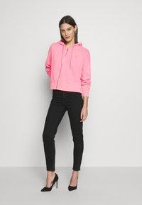 Guess - GALA - Zip-up hoodie - las palmas pink - 1