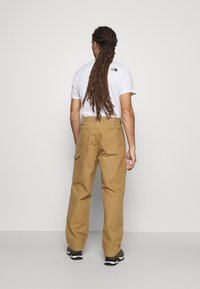 The North Face - BERKELEY  - Trousers - utility brown - 2