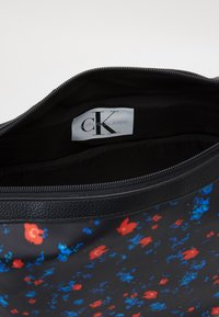 Calvin Klein Jeans - TECHNICAL FLAP BACKPACK SET - Batoh - black - 2