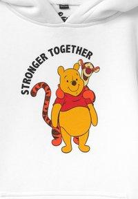 Mister Tee - KIDS STRONGER TOGETHER HOODY UNISEX - Sweatshirt - white - 2