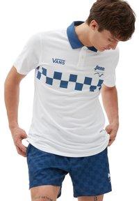 Vans - MN VANS X PENN POLO - Polo shirt - (penn) white - 0