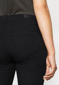 Vero Moda Curve - VMMANYA  - Slim fit jeans - black - 5