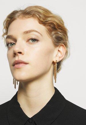CURB CHAIN HUGGIE EARRING - Earrings - gold-coloured