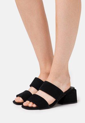 KELINE - Pantolette hoch - black
