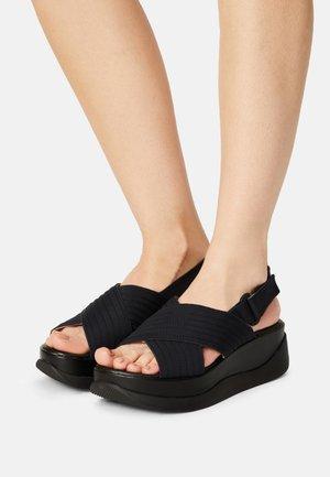 PETUNIA - Sandalen met plateauzool - black