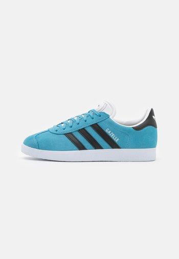 GAZELLE SHOES - Matalavartiset tennarit - hazel blue/core black/footwear white
