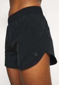 Sweaty Betty - TRACK AND FIELD RUNNING SHORTS - Pantalón corto de deporte - black - 4