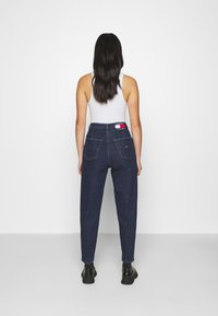 Tommy Jeans - RETRO MOM JEAN OLDBCF - Relaxed fit jeans - oslo dark blue com - 2