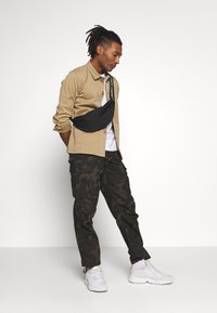 BY GARMENT MAKERS - THE ORGANIC WORKWEAR JACKET - Summer jacket - camel - 1