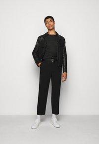 Paul Smith - GENTS - Print T-shirt - black - 1