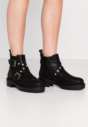 Cowboy/biker ankle boot - black