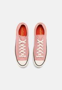 Converse - CHUCK 70 OFF THE GRID - Trainers - pink quartz/bright poppy/egret - 3