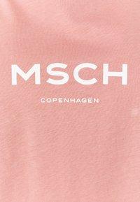 Moss Copenhagen - NANETTE ALVA LOGO TEE - Triko spotiskem - ash rose/egret - 2