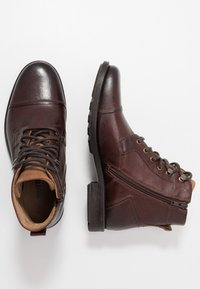 Levi's® - REDDINGER - Lace-up ankle boots - brown - 1