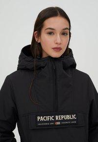 PULL&BEAR - PACIFIC REPUBLIC - Winter jacket - black - 4