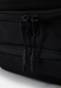 Under Armour - PROJECT ROCK DUFFLE - Sportovní taška - black - 7