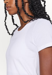 Casall - ICONIC TEE - Basic T-shirt - white - 5