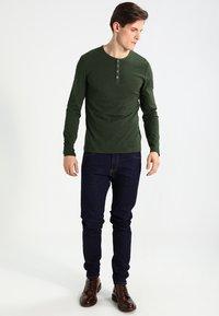 Pier One - Top sdlouhým rukávem - khaki - 1