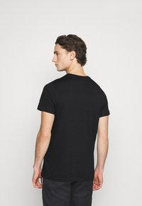 Tommy Jeans - METALLIC GRAPHIC TEE - T-shirts print - black - 2