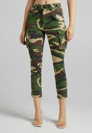 MIT CAMOUFLAGEPRINT - Cargo trousers - khaki