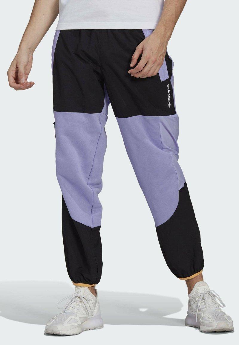 adidas Originals - ADV BLK PNT ADVENTURE ORIGINALS REGULAR TRACK PANTS - Träningsbyxor - purple