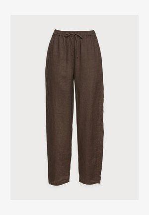 CASUAL TROUSERS - Pantalon classique - brown