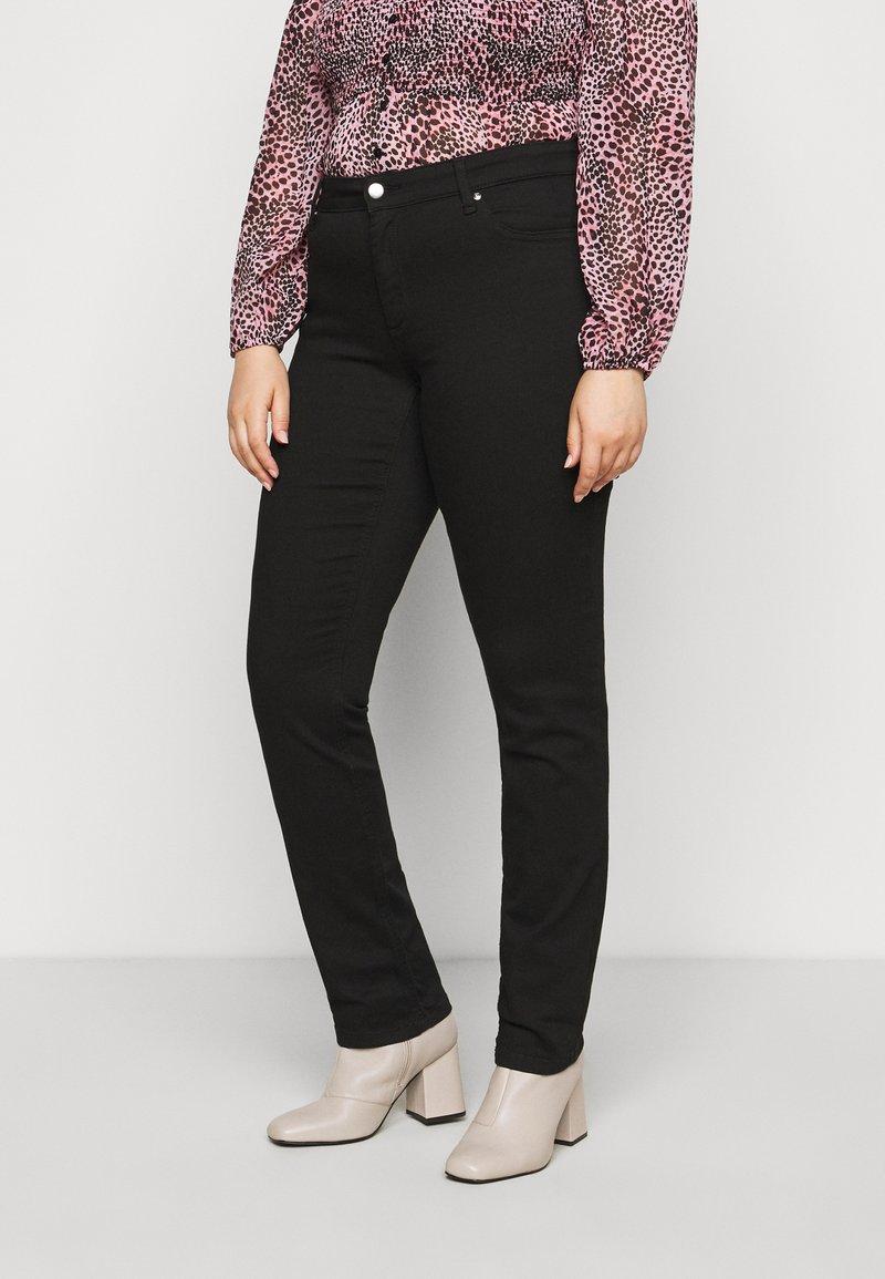 ONLY Carmakoma - CARWILMA LIFE REG STRAIGHT ANA - Jeans straight leg - black