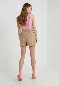Diane von Furstenberg - SHIANA - Shorts - beige - 2