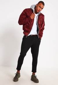 Alpha Industries - Kurtka Bomber - burgundy - 1
