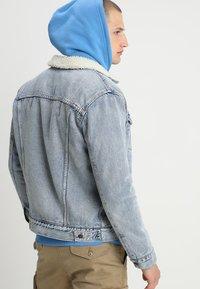 Levi's® - TYPE 3 SHERPA TRUCKER - Kurtka jeansowa - stonebridge - 2