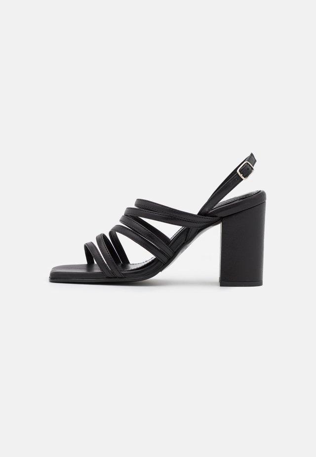 SLFROSE STRAPPY - Sandały - black