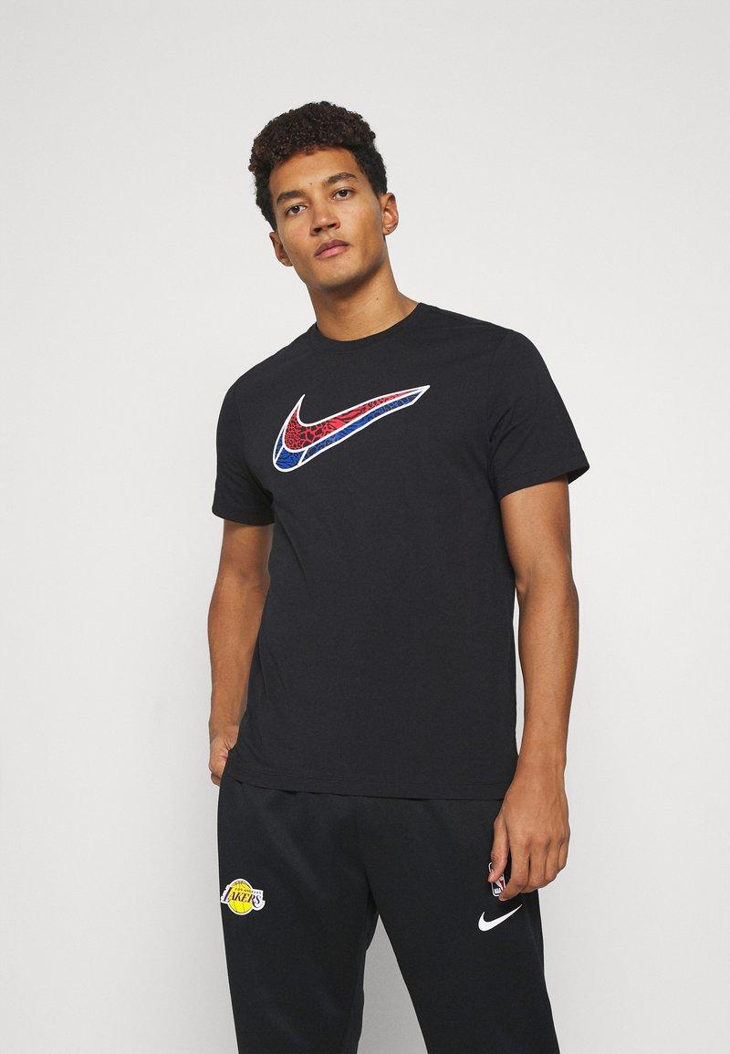 Nike Performance - MASH TEE - T-shirt med print - black