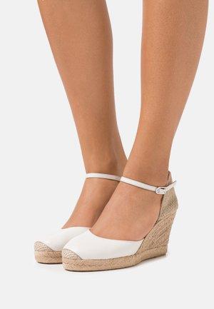 CASTILLA - Sandály na platformě - ivory