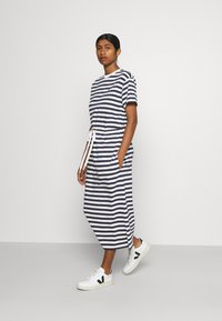 Lacoste - Jersey dress - navy blue/flour - 1
