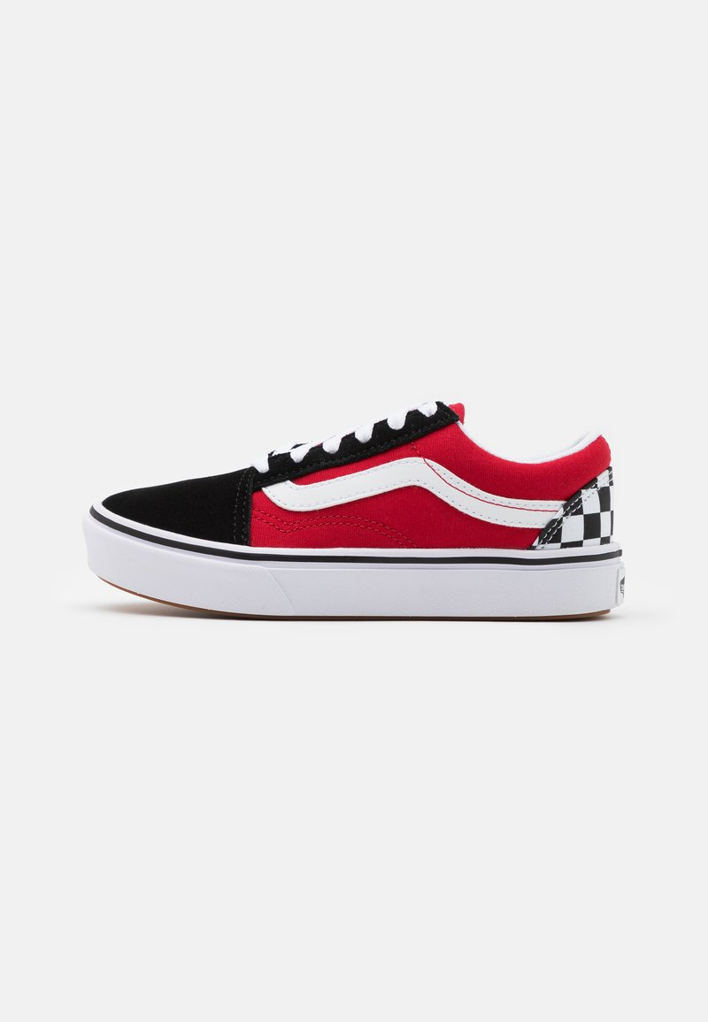Vans - COMFYCUSH OLD SKOOL - Trainers - black/red