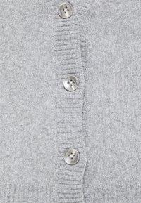 Vero Moda Tall - VMDOFFY V-NECK BUTTON CARDIGAN - Cardigan - light grey melange - 2